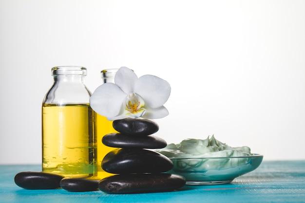 Thème spa avec pétrole et pierres volcaniques