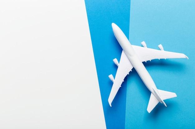Thème de voyage en avion miniature