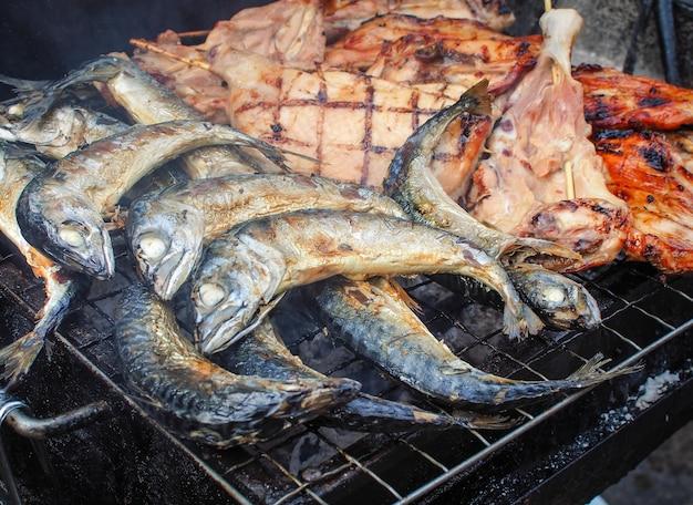Le thon et les autres grillades sur la cuisinière