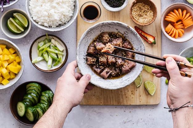 Thon à la sauce soja et graines de sésame