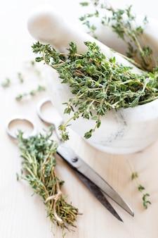 Thym aux herbes séchées