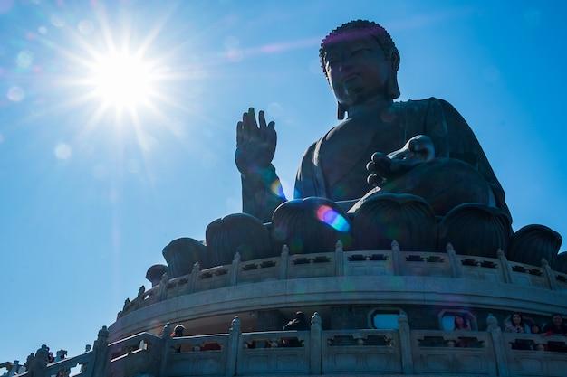 Tian tan ou le bouddha grand / géant. point de repère et populaire pour les attractions touristiques à hong kong