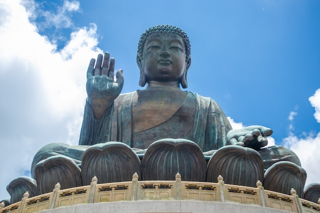 Tian tan buddha, big budda, l'énorme bouddha tian tan au monastère de po lin à hong kong.