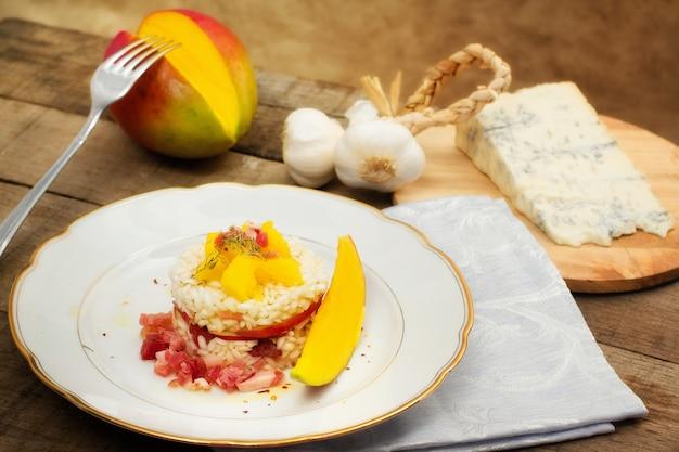 Timbale de riz, mangue et gorgonzola