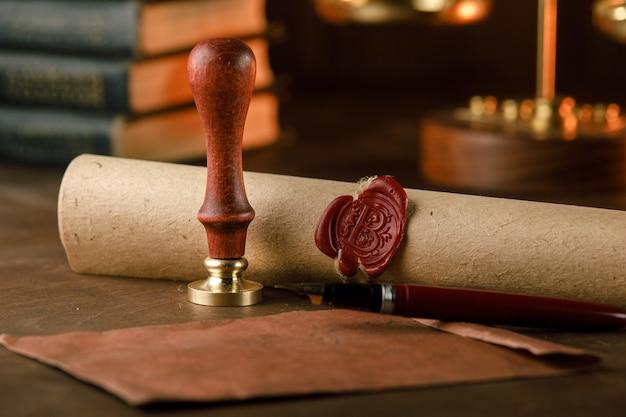Timbre, enveloppe et testament. outils du notaire public