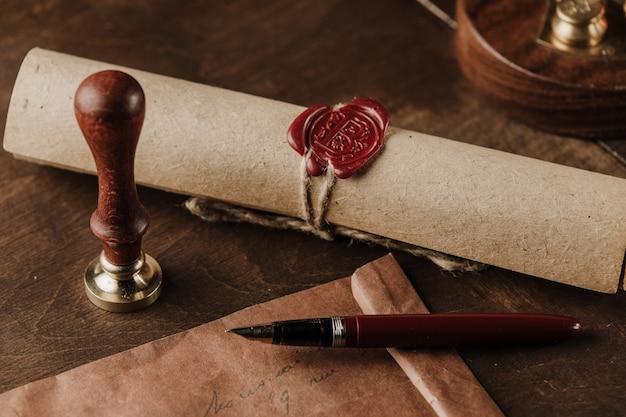 Timbre vintage, enveloppe et testament. outils du notaire public
