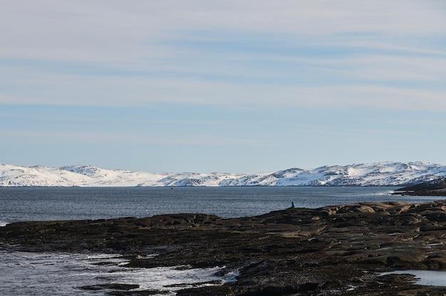 Timelapse de l'arctique des chaînes de montagnes de glace au paysage de neige.