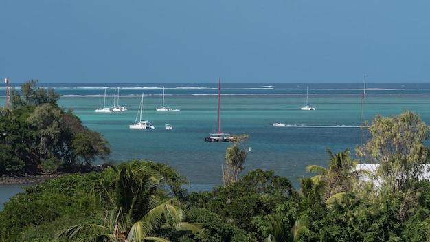 Timelapse de voiliers soigné le littoral maurice