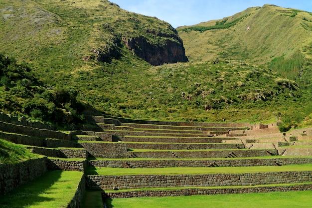 Tipon, superbes ruines incas de terrasses agricoles situées dans la vallée sacrée, dans la région de cusco, au pérou
