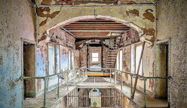 Tir de l'intérieur du pénitencier de l'état de l'est à philadelphie, pennsylvanie