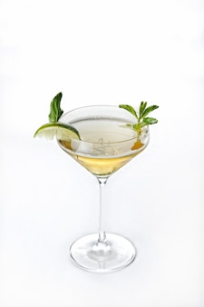 Tir isolé vertical de cocktail