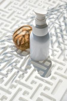 Tir minimaliste créatif d'un produit cosmétique. notion de spa.