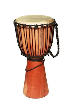 Tir vertical d'un tambour sur un fond blanc