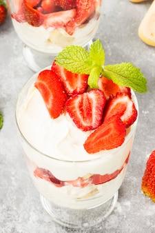 Tiramisu dessert à la fraise