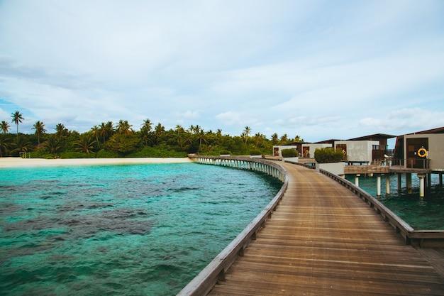 Tiré d'une jetée sur les maldives