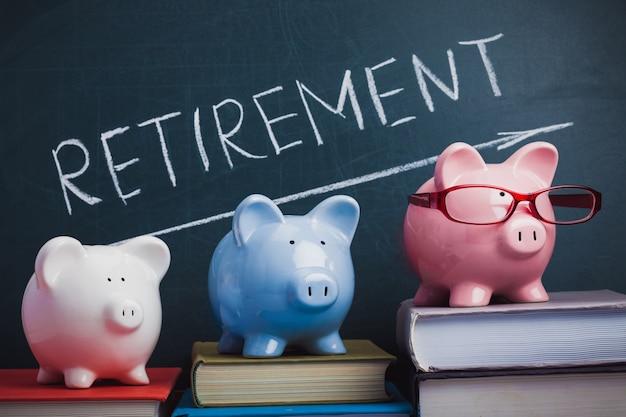 Tirelire et mot de retraite sur le tableau