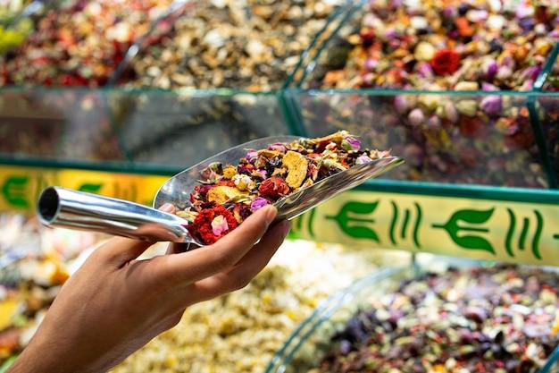 Tisane aux fruits et légumes secs sur le marché