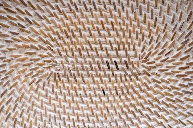 Tissage de panier texturé en bois décoratif abstrait. fond de texture de panier, gros plan. abstrait ou texture horizontale en osier naturel