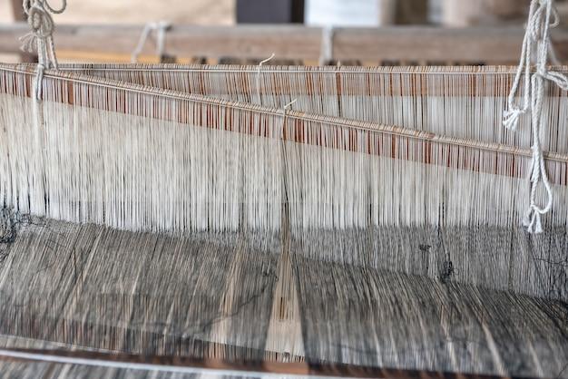 Tissage et soie thaïlandaise. activité impliquant l'habileté à faire des choses à la main