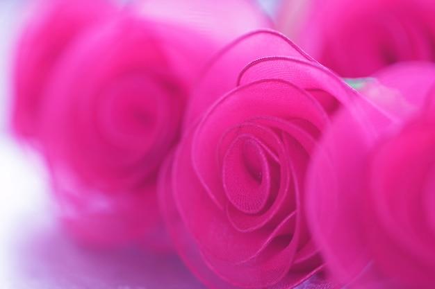 Tissu coloré avec des fleurs roses et dégradé pour le fond
