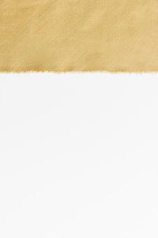 Tissu doré vue de dessus avec copie espace
