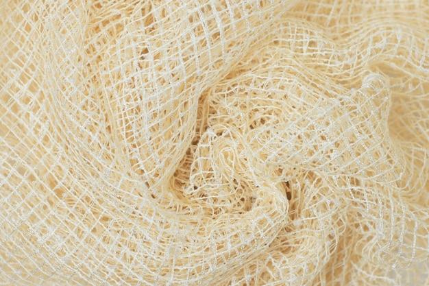 Tissu en maille jaune doux, drapé de plis