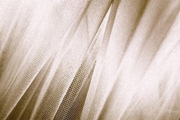 Tissu or soyeux peau de serpent texturé