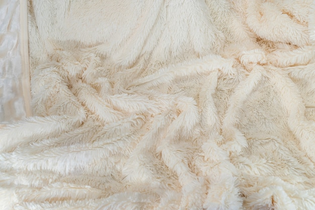 Tissu en peluche beige utilisé comme mur