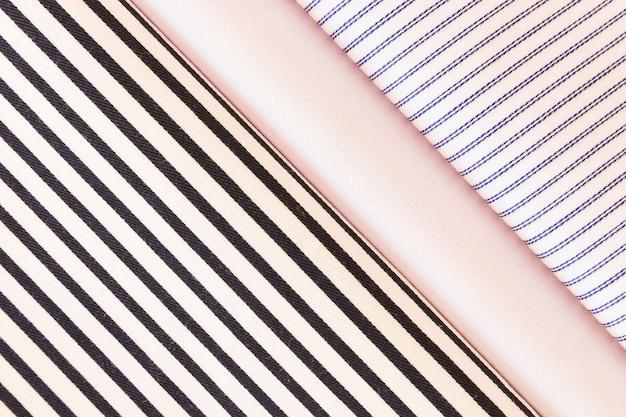 Tissu plié avec plaine; diagonale; motif de trait