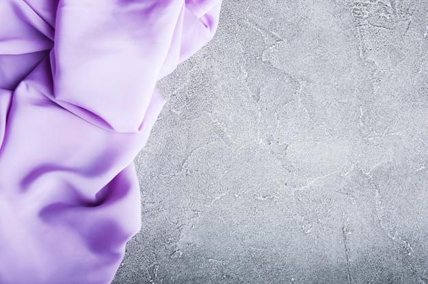 Tissu de soie violet