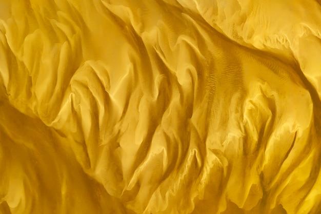 Tissu soyeux et coloré