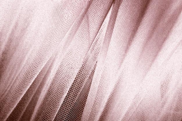 Tissu soyeux or rose peau de serpent texturé