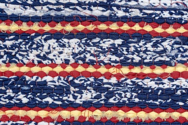 Tissu de tapis tissé sur le. tissu, généralement produit par tissage ou tricotage de fibres textiles.