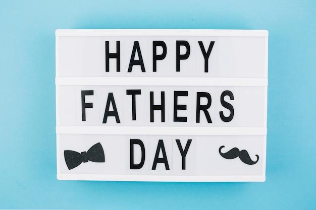 Titre de fête des pères heureux sur tablette
