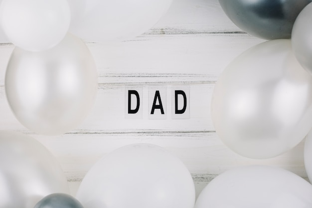 Titre papa entre ballons