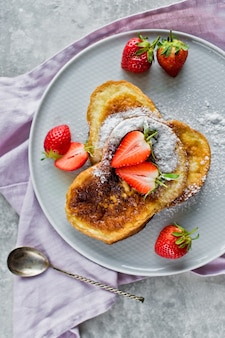 Toast aux fraises.