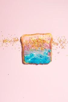 Toast coloré centré