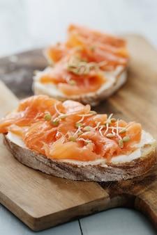 Toasts au saumon