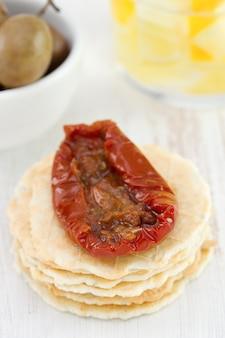 Toasts avec tomates séchées et olives