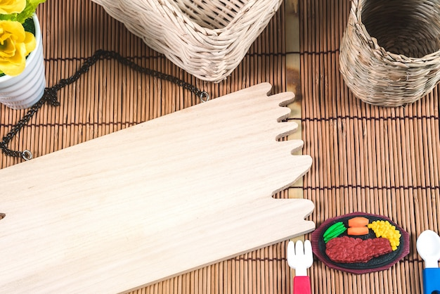La toile de fond et la disposition du plancher de bois sont magnifiques