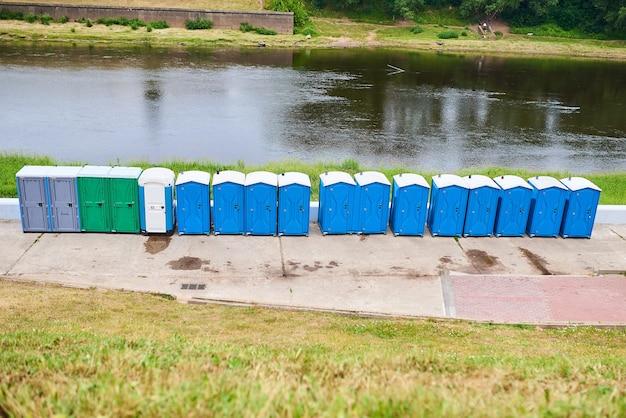 Toilettes bio au bord de la rivière pour tout usage