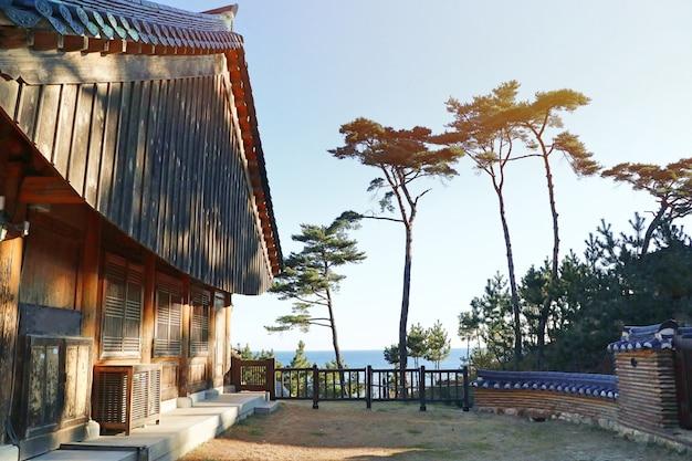 Toit d'architecture traditionnelle coréenne