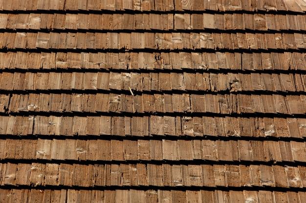 Toit en bois traditionnel de la maison, toit