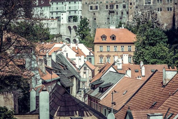 Toits de maisons de la vieille ville de cesky krumlov. république tchèque