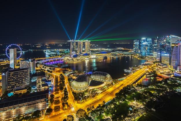 Toits de la ville de singapour dans la nuit