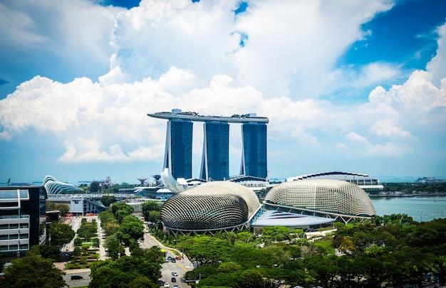 Toits de la ville de singapour du quartier des affaires du centre-ville en journée.