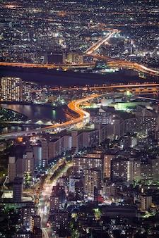 Toits de la ville de tokyo la nuit