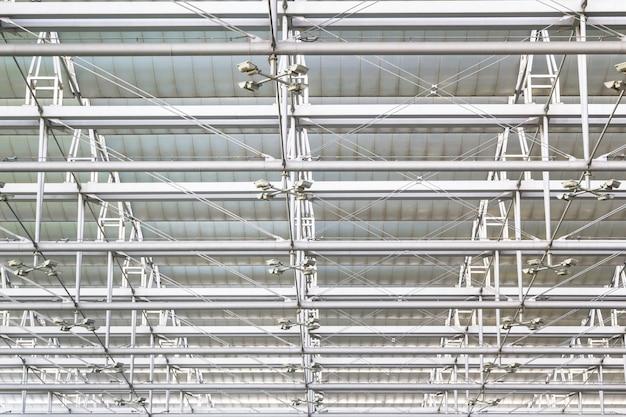 Toiture en acier au plafond