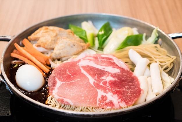 Tokpokki - cuisine coréenne traditionnelle, style pot-chaud.