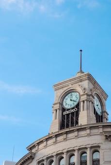 Tokyo, japon - 2z17 mars: ginza seiko clock tower, district de ginza à tokyo, au japon.